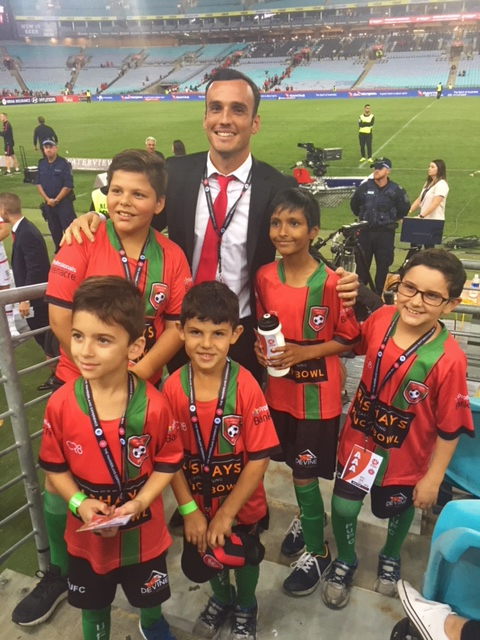 Mark Bridge and young WSW fans | Turner Freeman Lawyers